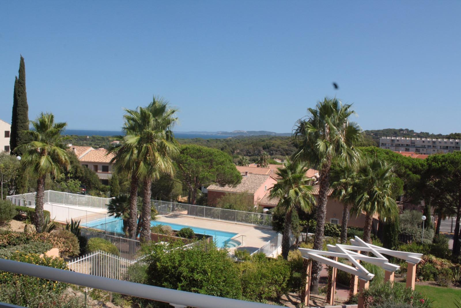 offres locations vacances location vacances hyeres appartement avec piscine. Black Bedroom Furniture Sets. Home Design Ideas